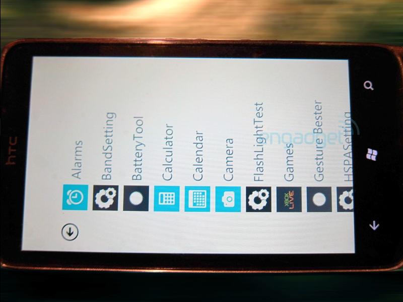 HTC WP7 (вид спереди)