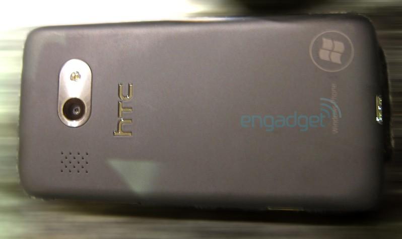 HTC WP7 (вид сзади)