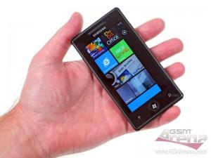 Samsung Omnia 7 в руке