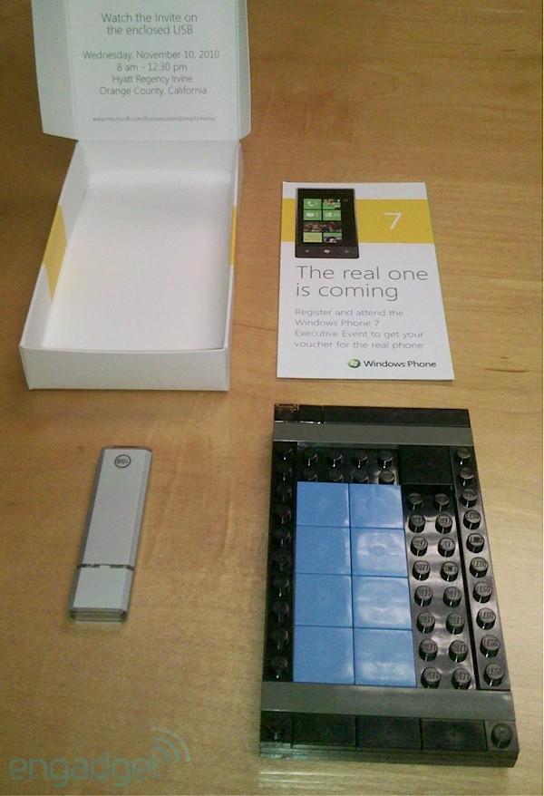 Коммуникатор Windows Phone 7 из Lego