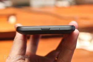 Это выход HDMI на телеоне HTC Titan?