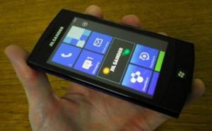 LG-E906 с дизайном Jil Sander