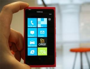 Старт продаж Nokia Lumia 800 в России