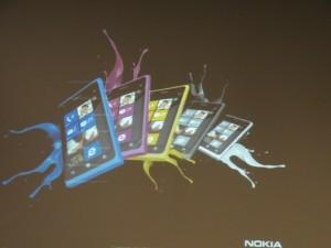 Белый и жёлтый смартфоны Nokia Lumia