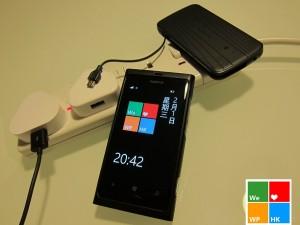 Nokia Lumia 800 в два раза быстрее заражается от зарядки, идущей в комплекте