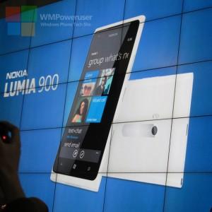 Белая Nokia Lumia 900