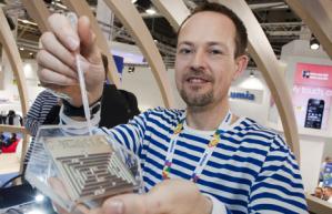 Команда Nokia Research разрабатывает новое водотталкивающее покрытие для телефонов