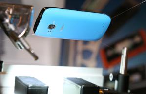 Nokia Lumia 710 c супер-водотталкивающим покрытием