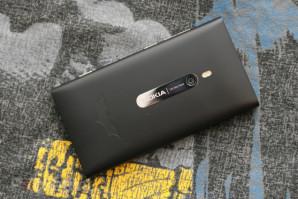 В Британии появится ограниченная серия смартфонов Nokia Lumia 900 Batman Edition