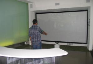 Экран с проекцией Kinect