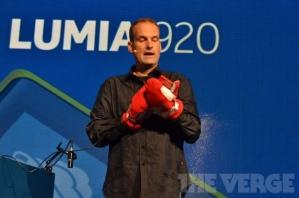 Экраны новых смартфонов Nokia реагируют на нажатия ногтем