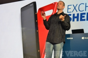Nokia официально анонсировала смартфон Lumia 820