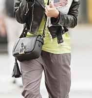 Джессика Альба пользуется смартфоном Nokia Lumia 900