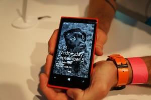 Nokia Lumia 920 в руках у журналиста phonedog