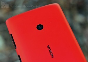 Nokia Lumia 520 - верхняя часть задней панели с камерой