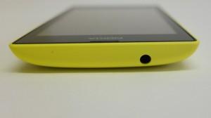 Nokia Lumia 520: верхняя грань с разъемом для наушников