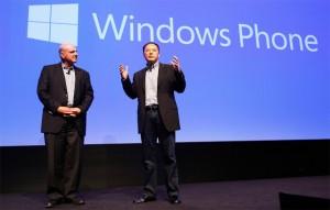 Генеральный директор HTC Питер Чоу (справа) и Стив Баллмер
