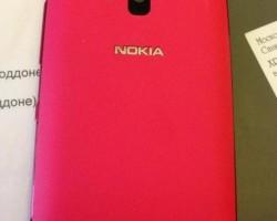 Для петербургских депутатов закуплены Nokia Lumia 610 розового цвета