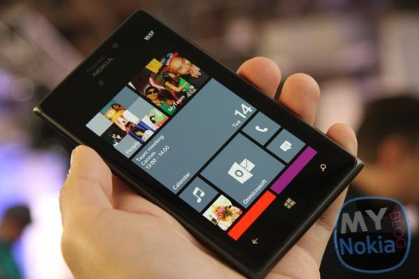 Черная Nokia Lumia 925