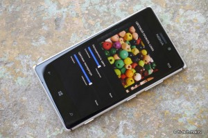 Nokia Lumia 925. Фото Hi-Tech.Mail.ru