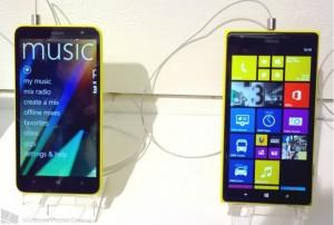 Nokia Lumia 1320 (слева) и Nokia Lumia 1520