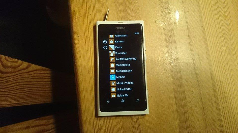 Lumia-800-1