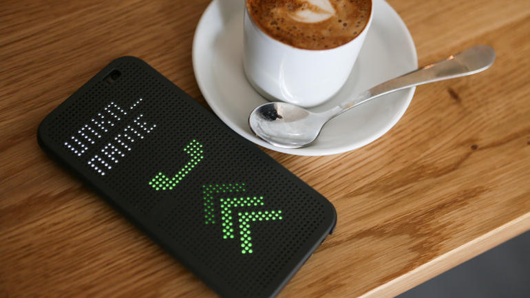 HTC-dot-view-case-zvonok-2