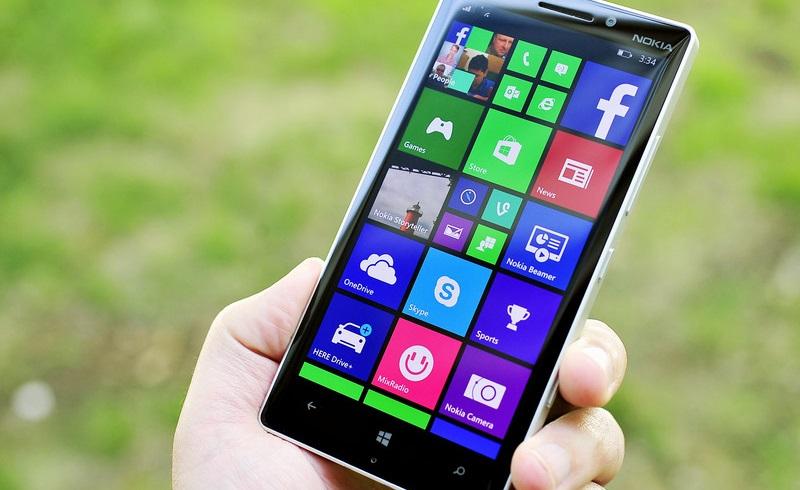 Lumia_930_lede_holding2