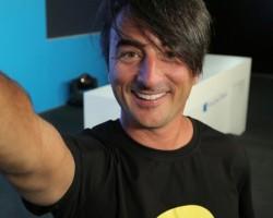 Джо Бельфиоре снял селфи на новый селфи-смартфон Lumia?
