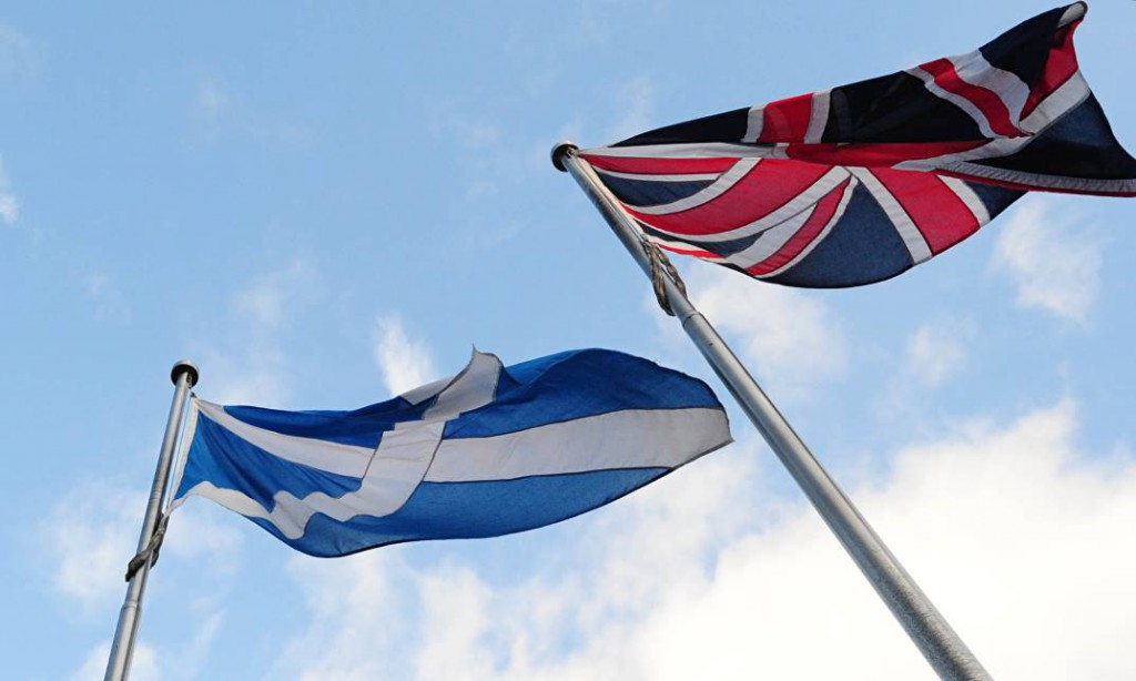 Шотландия и Англия флаги