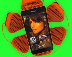 Портативный динамик в подарок за предзаказ Microsoft Lumia 535