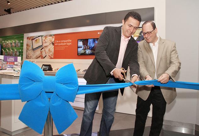 Розничные магазины Nokia по всему миру переходят на работу с продукцией Microsoft
