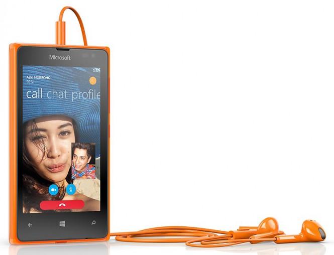 Наушники WH-308 оранжевые с смартфоном Lumia