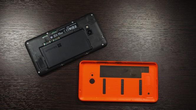 Lumia 640 со снятой крышкой