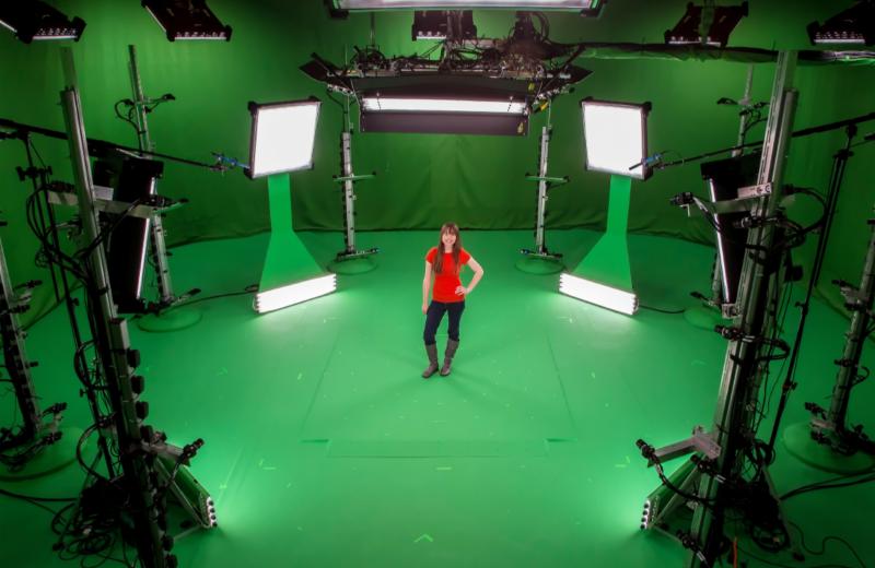 Поставки HoloLens начнутся в следующем году