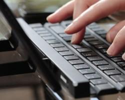 LG представила скручивающуюся клавиатуру для мобильных устройств