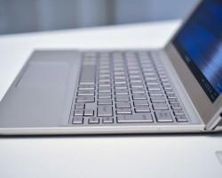 Microsoft показала загадочный планшет-гибрид Toshiba на Windows 10