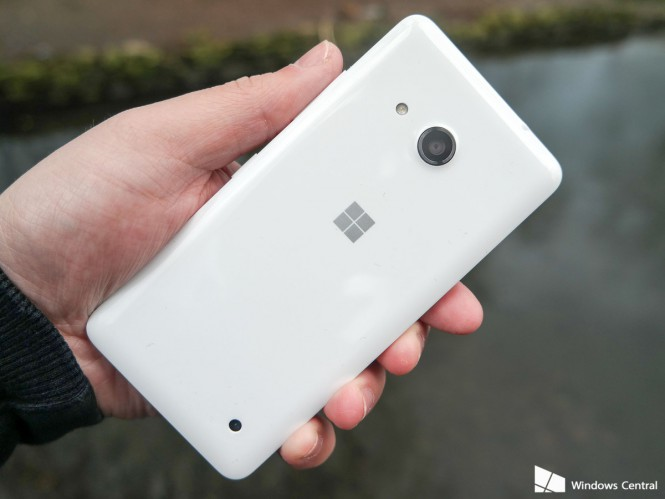 lumia-550-rear-white-hand