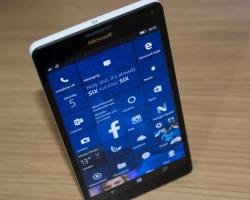 Вышла первая сборка Windows 10 Mobile в ветке Redstone