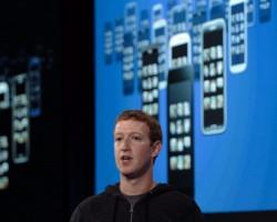 Facebook встроит всвой мессенджер новостной сервис