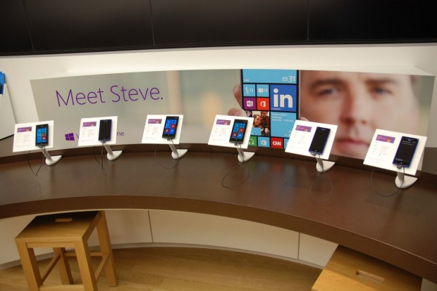 Microsoft-Store-Windows-Phone-Display-620x414