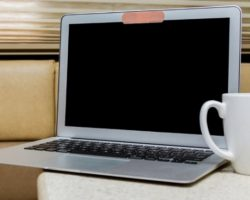 Каждый пятый ноутбук в России заклеен изолентой