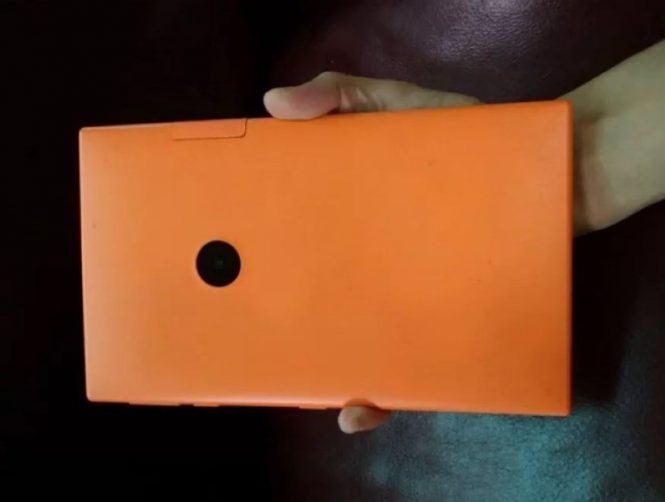 Вweb-сети  появились живые фото отмененного планшета нокиа  Меркури