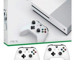Microsoft открыла предзаказ на набор Xbox One S 1ТБ с двумя контроллерами