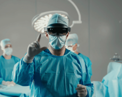 Шлемы смешанной реальности будут использовать в клиниках США