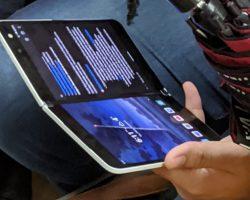 В метро Ванкувера заметили Surface Duo